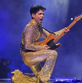 prince-performs-during-his-welcome-2-america